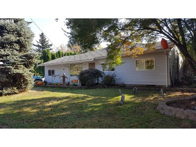 Single Family Home For Sale: 18546 SE Mill St