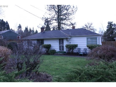 Milwaukie Single Family Home For Sale: 13525 SE Briggs St