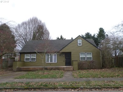 Portland Single Family Home For Sale: 8826 NE Hill Way