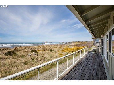 Bandon Single Family Home For Sale: 3010 Beach Loop Dr