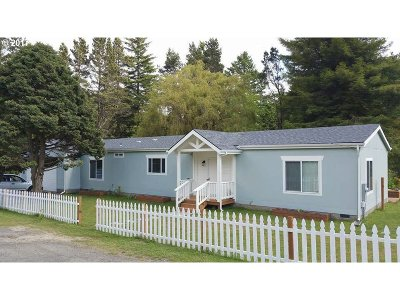 North Bend Single Family Home For Sale: 69017 Wildwood Rd