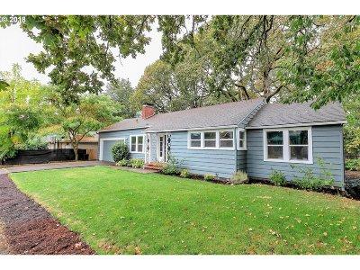 Milwaukie Single Family Home For Sale: 2723 SE Walnut St