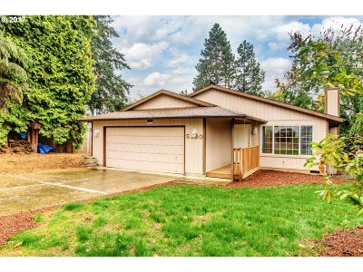 Milwaukie Single Family Home For Sale: 5130 SE Appenine Way