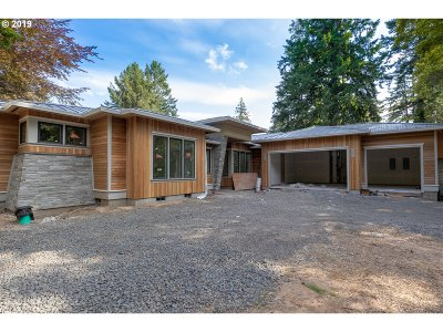 Lake Oswego Single Family Home For Sale: 675 Iron Mountain Blvd