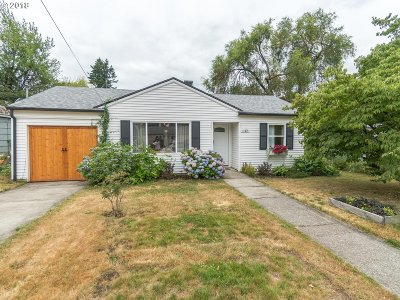 Milwaukie Single Family Home For Sale: 11371 SE 34th Ave