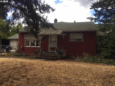 Portland Single Family Home For Sale: 7914 SE Johnson Creek Blvd
