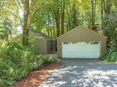 Lake Oswego Single Family Home For Sale: 71 Tanglewood Dr