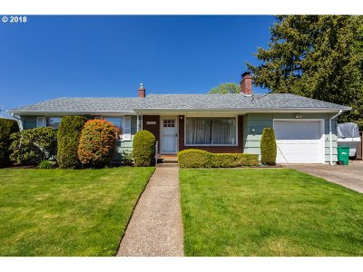 Single Family Home For Sale: 12335 SE Salmon St