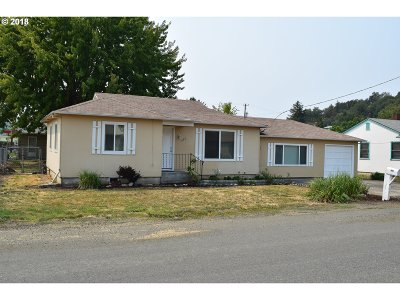Roseburg Single Family Home For Sale: 1622 NW Dogwood St