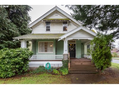 Portland Single Family Home For Sale: 4806 SE Long St