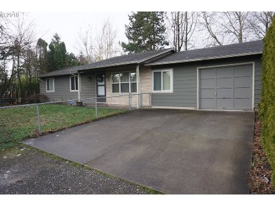 Portland Single Family Home For Sale: 2121 SE 156th Ave