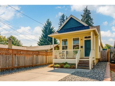 Single Family Home For Sale: 8414 NE Russell St