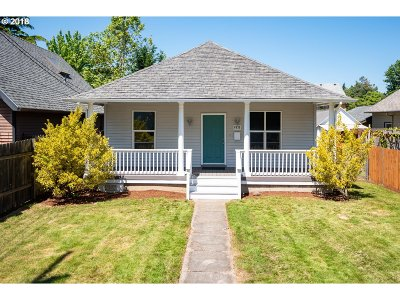 Single Family Home For Sale: 6935 SE Holgate Blvd