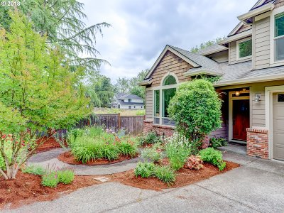 Lake Oswego Single Family Home For Sale: 5316 Lower Dr