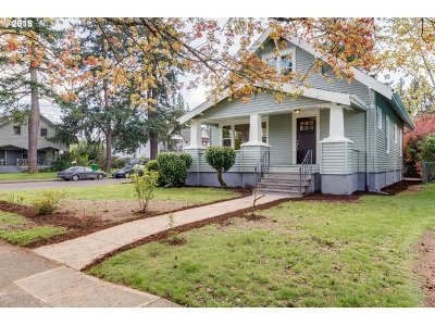 Portland Single Family Home For Sale: 5627 SE 77th Ave