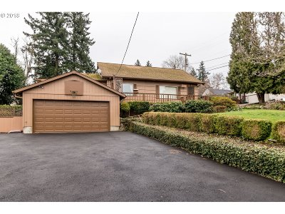 Milwaukie Single Family Home For Sale: 11528 SE 33rd Ave