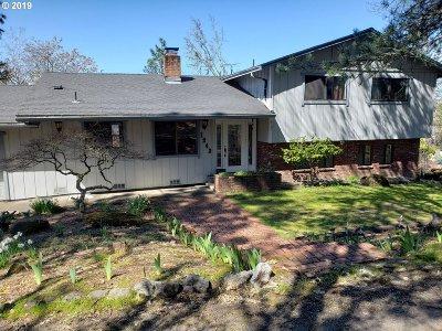 Roseburg Single Family Home For Sale: 1243 SE Hawthorne Dr