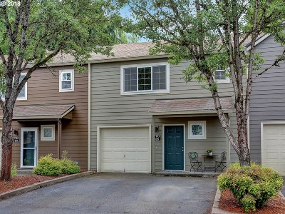 Tualatin Condo/Townhouse For Sale: 7193 SW Sagert St #105