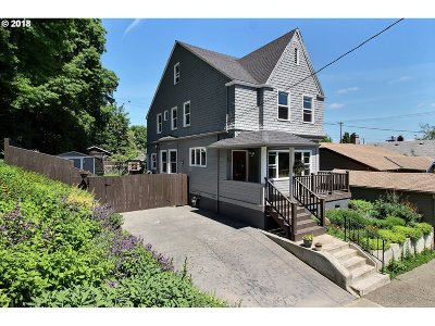 Portland Single Family Home For Sale: 017 SW Curry St
