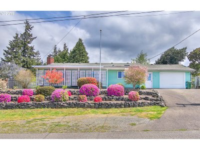 Coos Bay Single Family Home For Sale: 156 2nd Ave