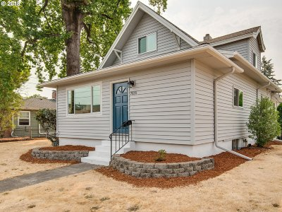 Portland Single Family Home For Sale: 7030 SE Lafayette St