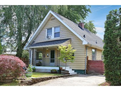Portland Single Family Home For Sale: 8716 NE Brazee St