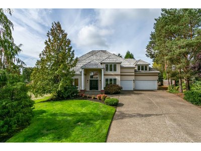 Lake Oswego Single Family Home For Sale: 14520 Pfeifer Dr