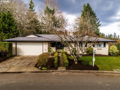 Lake Oswego Single Family Home For Sale: 759 Timberline Dr