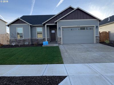 Woodburn Single Family Home For Sale: 1233 Daylily St
