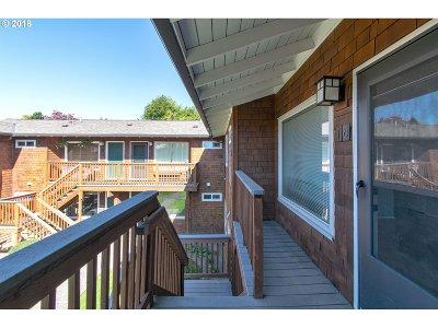 Condo/Townhouse For Sale: 2937 SE Waverleigh Blvd #10