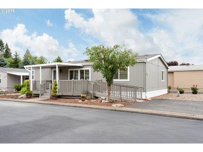 Milwaukie Single Family Home For Sale: 8130 SE Iris St