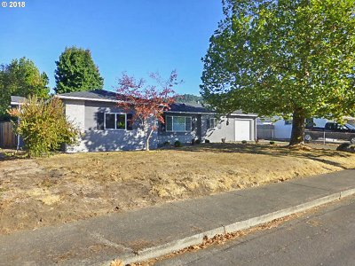 Roseburg OR Single Family Home For Sale: $260,500