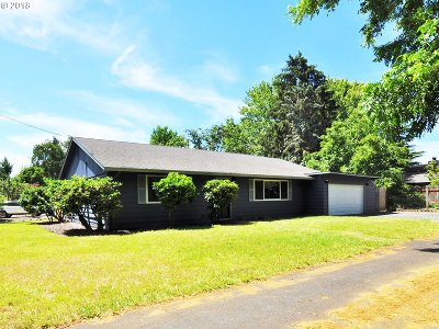 Beaverton Single Family Home For Sale: 455 SW Meadow Dr