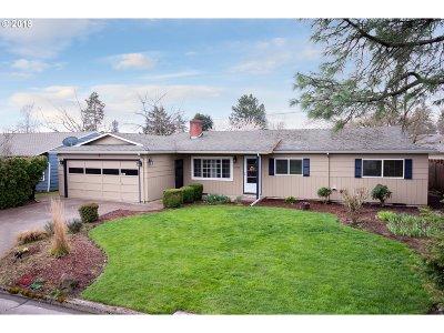 Beaverton Single Family Home For Sale: 13560 SW Logan St