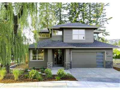 Portland Single Family Home For Sale: 11055 NW Rainmont Rd