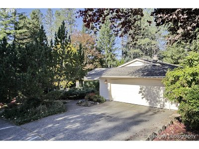Multnomah County Single Family Home For Sale: 1433 SW 10th Dr