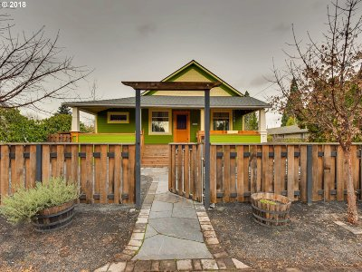 Portland Single Family Home For Sale: 5825 SE Holgate Blvd