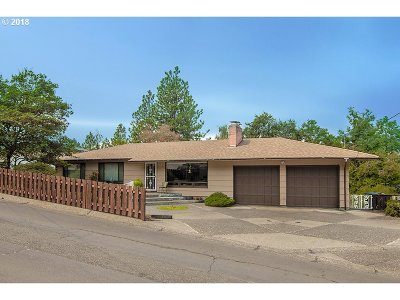 Roseburg Single Family Home For Sale: 1244 SE Kane St