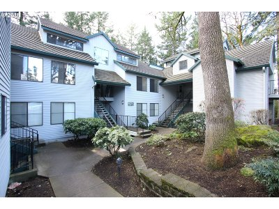 Lake Oswego Condo/Townhouse For Sale: 4000 Carman Dr #70