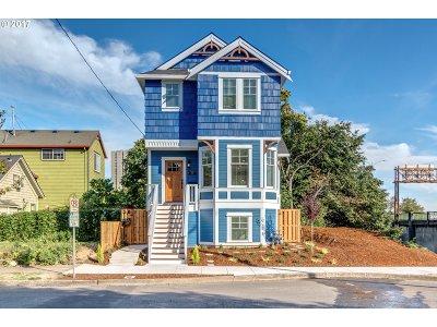 Portland Single Family Home For Sale: 21 SW Meade St