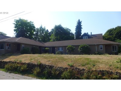 Portland Multi Family Home For Sale: 3304 SE Clinton St