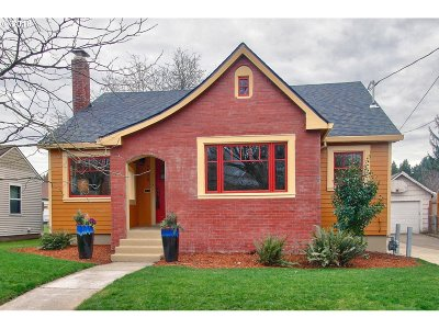 Single Family Home For Sale: 4530 SE Clinton St