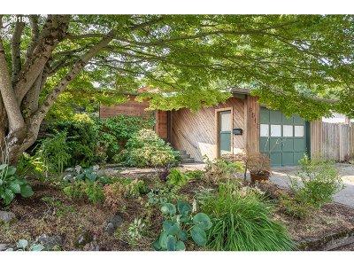 Single Family Home For Sale: 8512 NE Sacramento St