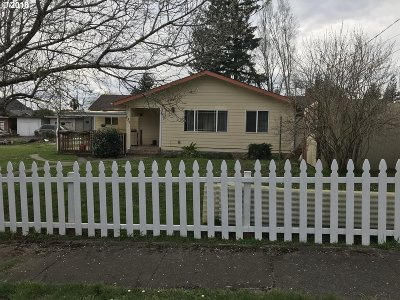 Coquille OR Single Family Home For Sale: $165,000