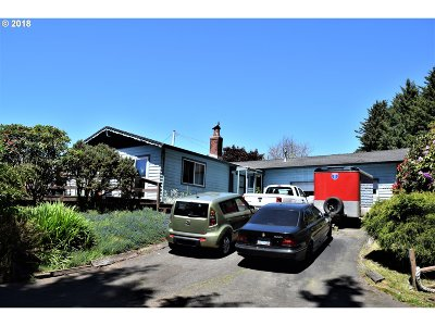 Lincoln City Single Family Home For Sale: 3553 NE Surf Dr