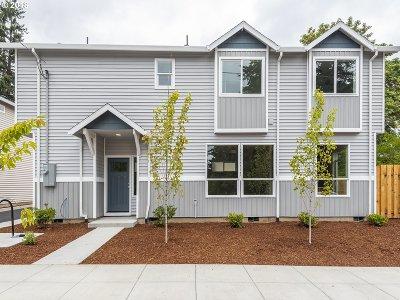 Condo/Townhouse For Sale: 12423 SE Bush St