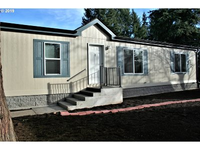 Springfield Single Family Home For Sale: 645 54th St
