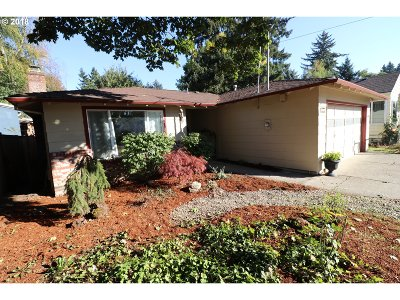 Milwaukie Single Family Home For Sale: 11298 SE 34th Ave