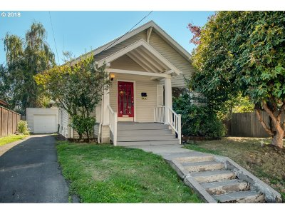 Single Family Home For Sale: 4530 SE Yamhill St