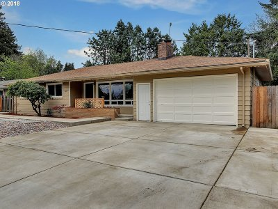 Milwaukie Single Family Home For Sale: 9425 SE 41st Ave